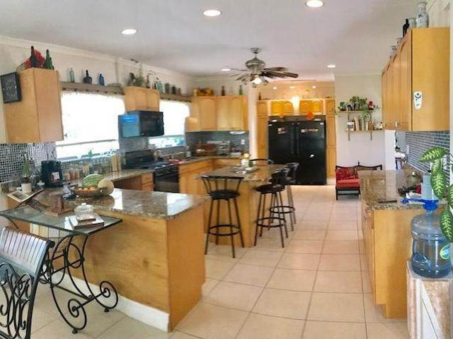 14. Single Family Homes for Sale at Lucaya, Freeport And Grand Bahama, Bahamas