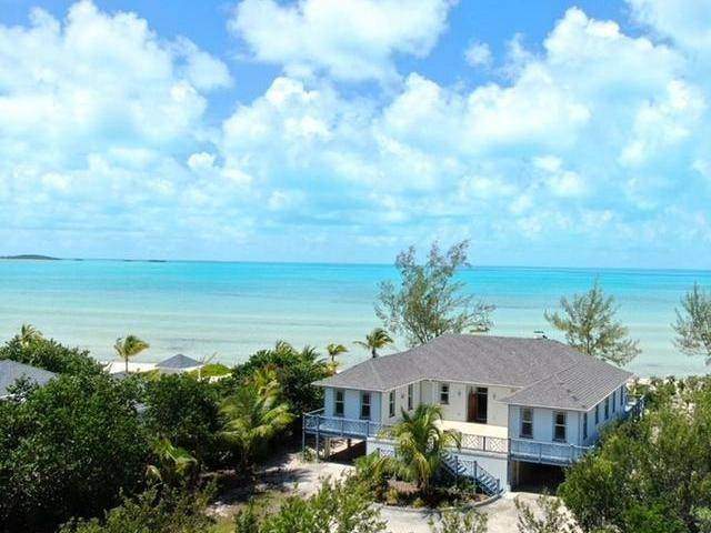 Single Family Homes por un Venta en Beach Front House Wemyss Settlement, Long Island, Bahamas