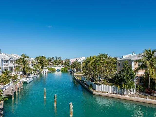 16. Single Family Homes for Sale at Cable Beach, Nassau And Paradise Island, Bahamas