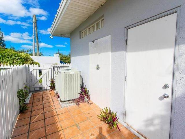 13. Single Family Homes por un Venta en Canal front home Fortune Bay, Gran Bahama Freeport, Bahamas