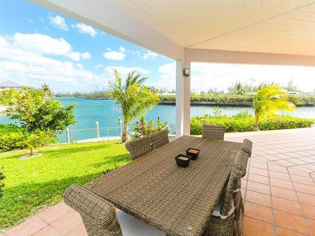 28. Single Family Homes por un Venta en Canal front home Fortune Bay, Gran Bahama Freeport, Bahamas
