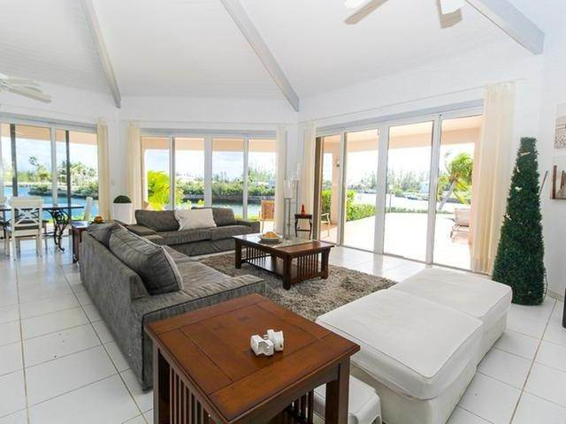 30. Single Family Homes por un Venta en Canal front home Fortune Bay, Gran Bahama Freeport, Bahamas