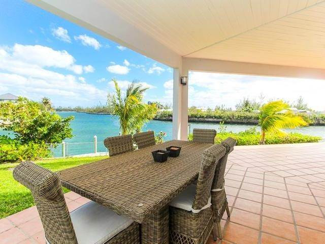 31. Single Family Homes por un Venta en Canal front home Fortune Bay, Gran Bahama Freeport, Bahamas