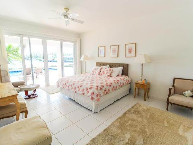 4. Single Family Homes por un Venta en Canal front home Fortune Bay, Gran Bahama Freeport, Bahamas