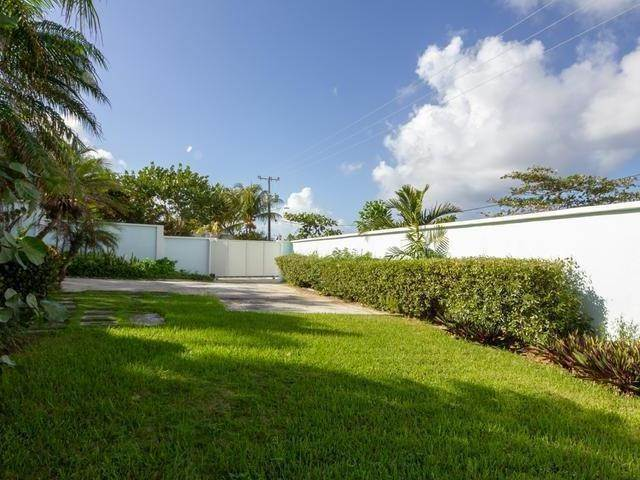 19. Single Family Homes for Rent at CITRUS COTTAGE Orange Hill, West Bay Street, Nassau And Paradise Island Bahamas