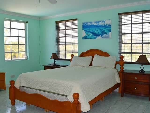 18. Single Family Homes for Rent at Lake Cunningham, Nassau And Paradise Island, Bahamas
