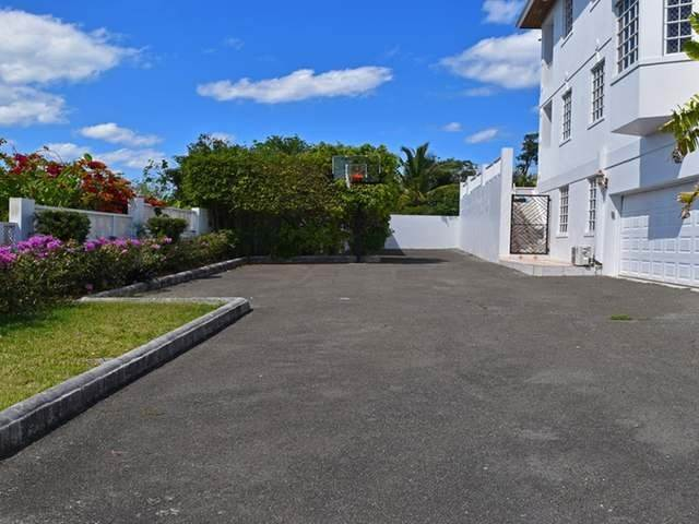 22. Single Family Homes for Rent at Lake Cunningham, Nassau And Paradise Island, Bahamas