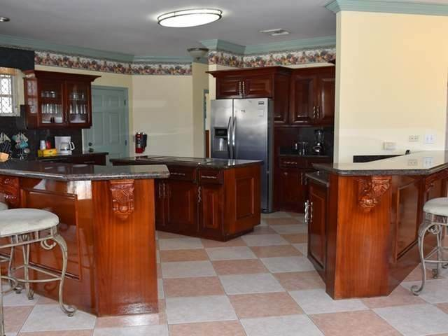 8. Single Family Homes for Rent at Lake Cunningham, Nassau And Paradise Island, Bahamas
