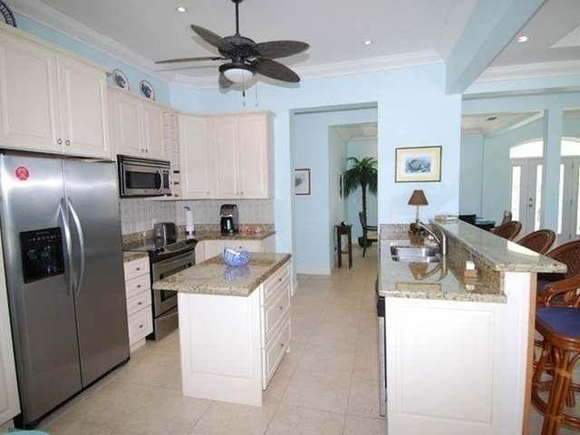 28. Single Family Homes por un Venta en Pisces-Treasure Cay Treasure Cay, Abaco, Bahamas