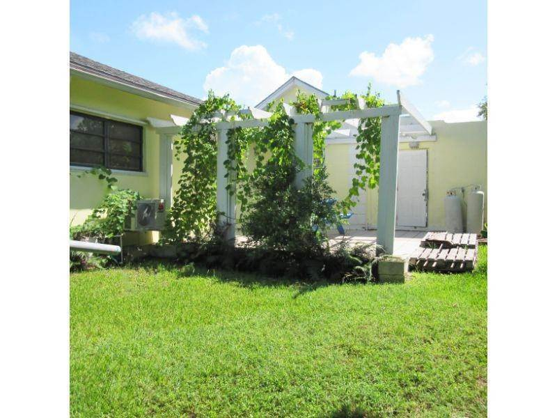 11. Single Family Homes for Rent at Village Road, Nassau And Paradise Island, Bahamas