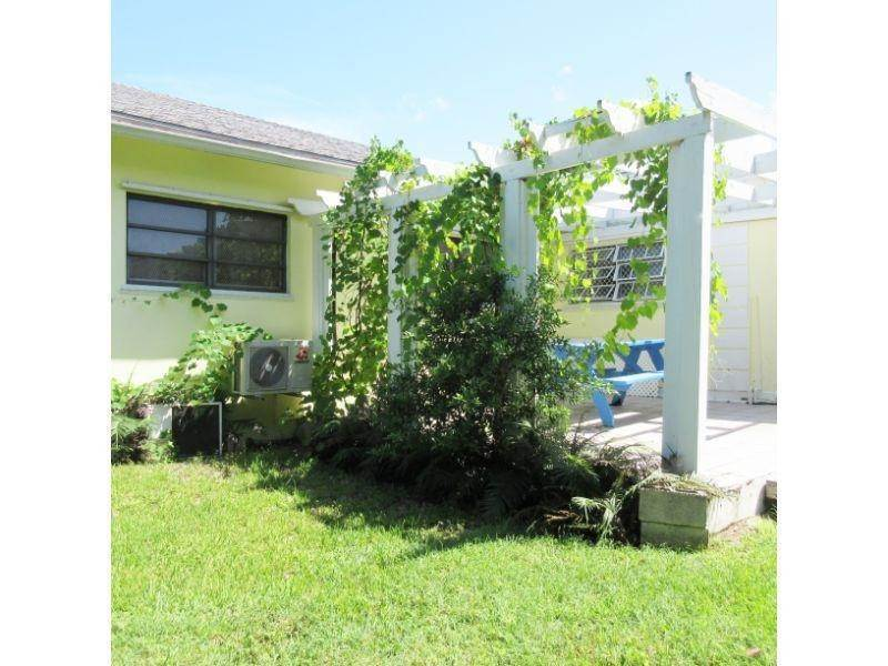 12. Single Family Homes for Rent at Village Road, Nassau And Paradise Island, Bahamas