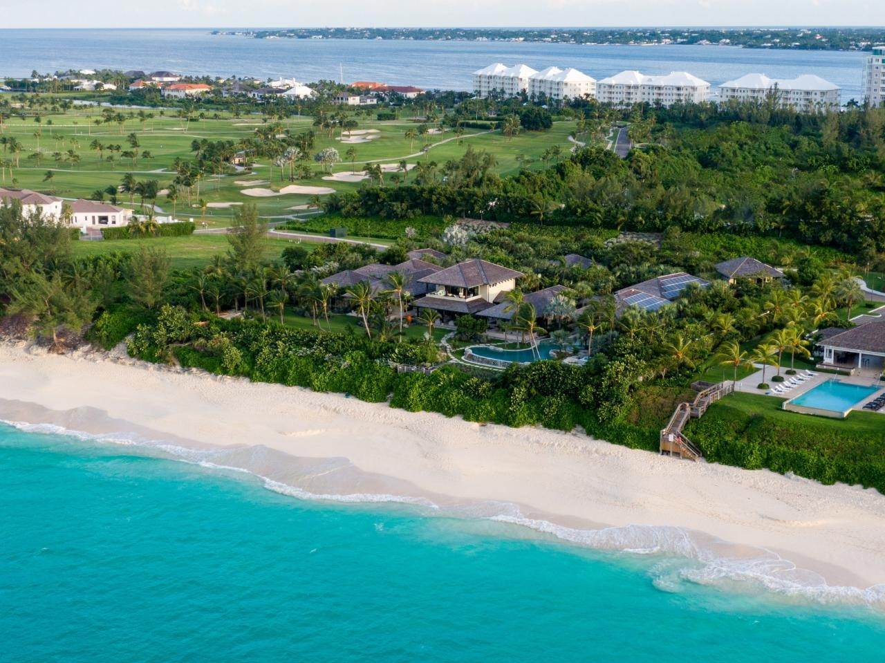 Single Family Homes por un Venta en Beachfront Estate Ocean Club Estates, Paradise Island, Nueva Providencia / Nassau Bahamas