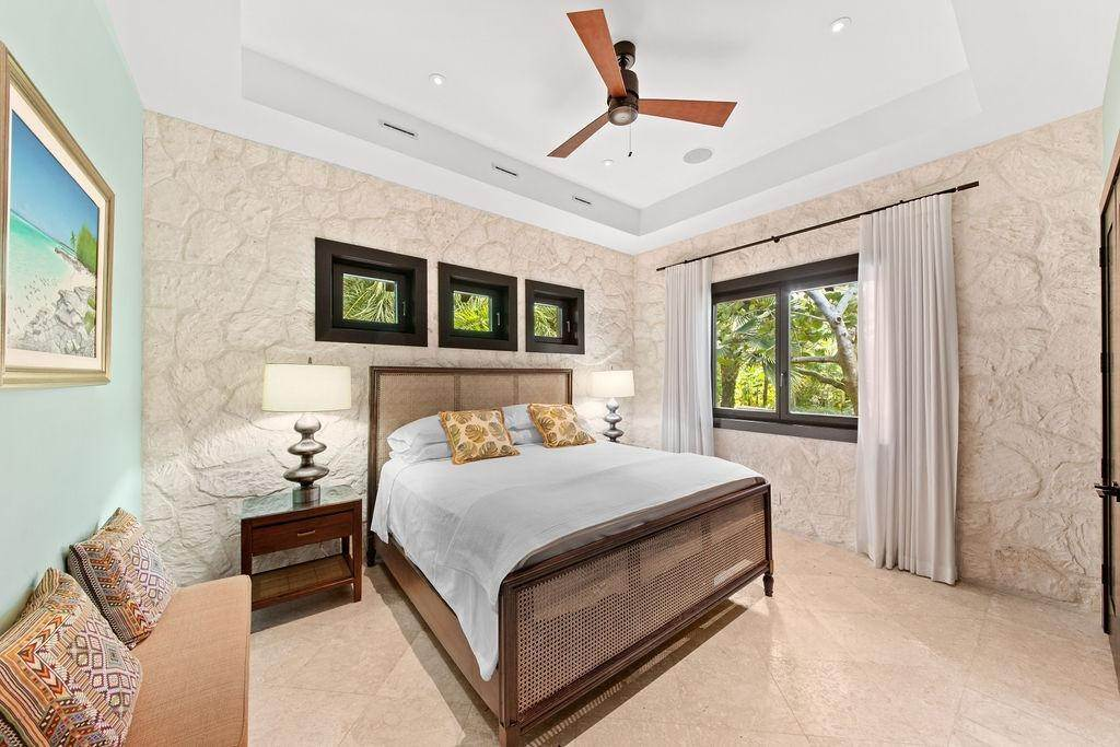 18. Single Family Homes for Sale at Beachfront Estate Ocean Club Estates, Paradise Island, Nassau And Paradise Island Bahamas
