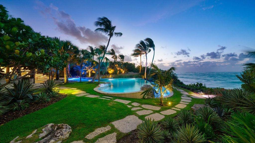 29. Single Family Homes for Sale at Beachfront Estate Ocean Club Estates, Paradise Island, Nassau And Paradise Island Bahamas