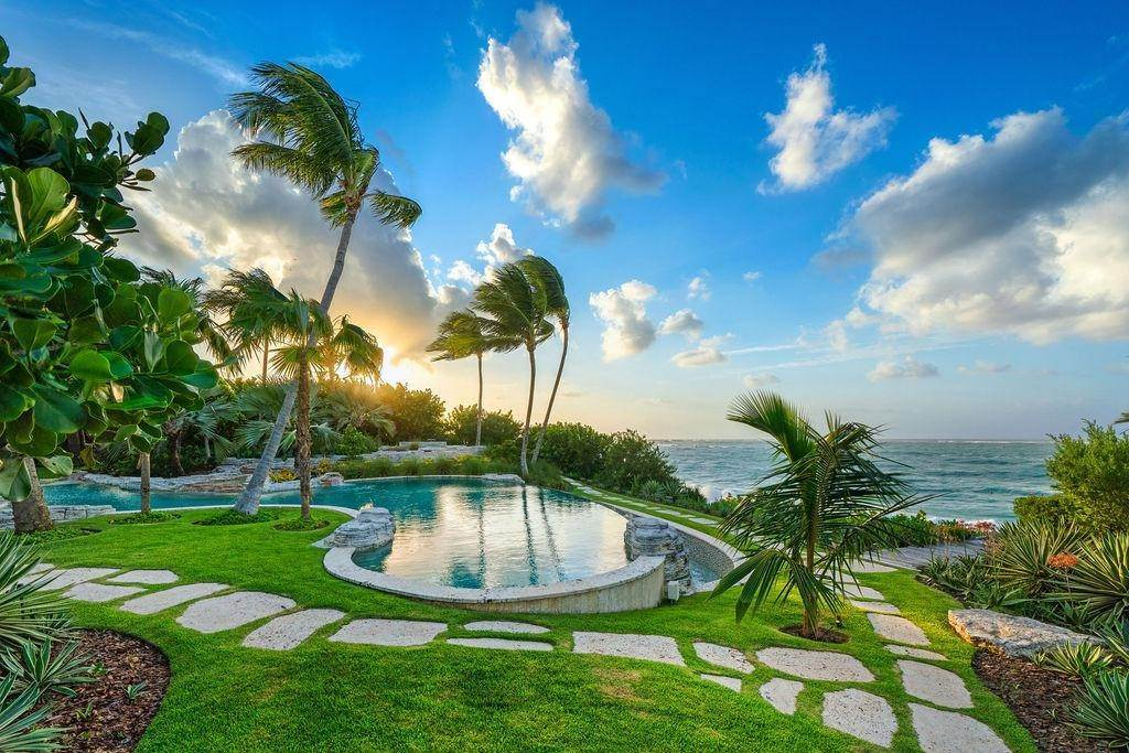 3. Single Family Homes for Sale at Beachfront Estate Ocean Club Estates, Paradise Island, Nassau And Paradise Island Bahamas