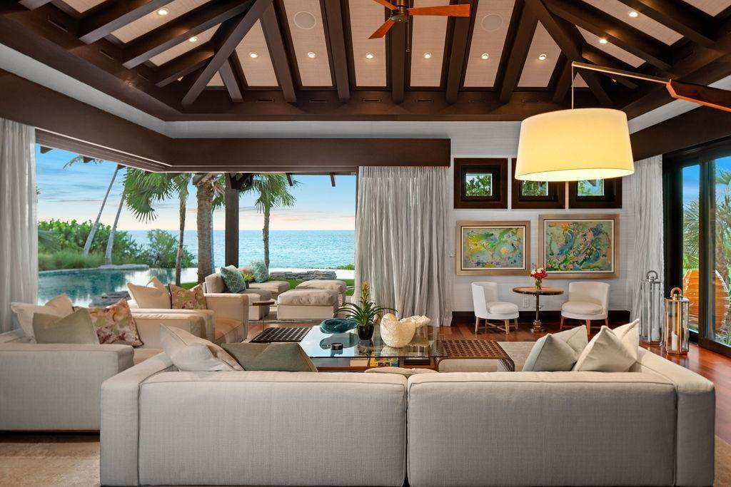 5. Single Family Homes for Sale at Beachfront Estate Ocean Club Estates, Paradise Island, Nassau And Paradise Island Bahamas