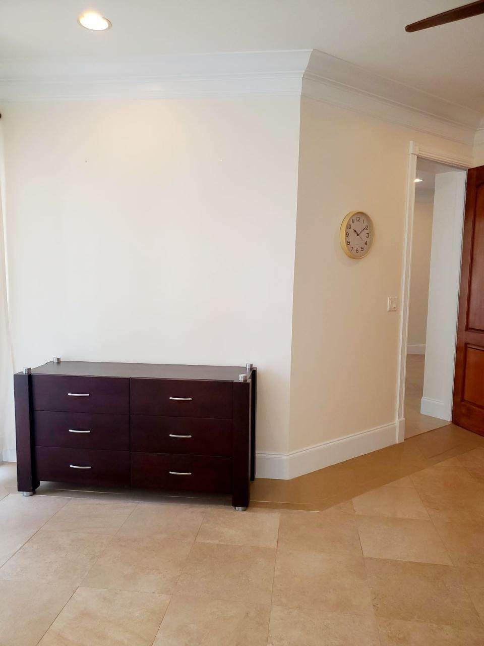 14. Co-op / Condo for Rent at Beachfront condo Love Beach, Nassau And Paradise Island, Bahamas