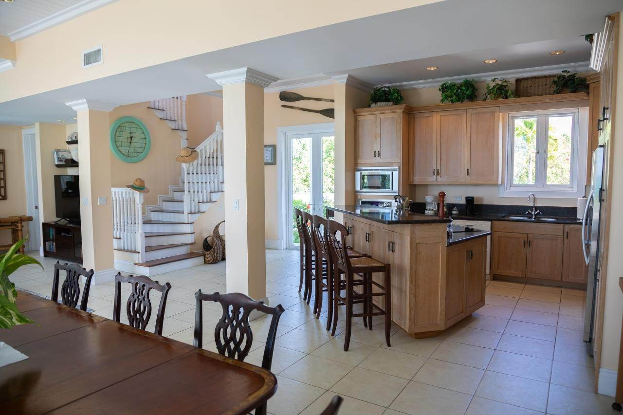 13. Single Family Homes for Sale at Harbour Lights Villa Harbour Island, Eleuthera, Bahamas