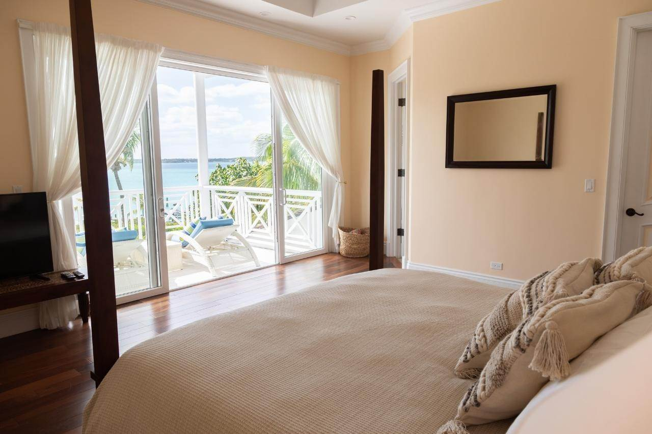 14. Single Family Homes for Sale at Harbour Lights Villa Harbour Island, Eleuthera, Bahamas