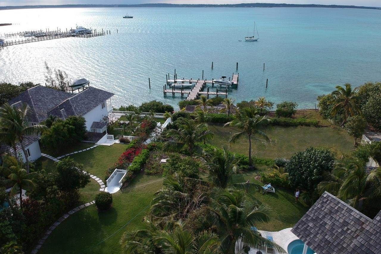 4. Single Family Homes for Sale at Harbour Lights Villa Harbour Island, Eleuthera, Bahamas
