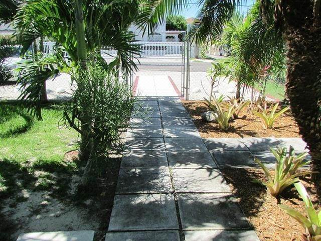8. Multi Family for Rent at Spacious Unit West Bay Street, Nassau And Paradise Island, Bahamas