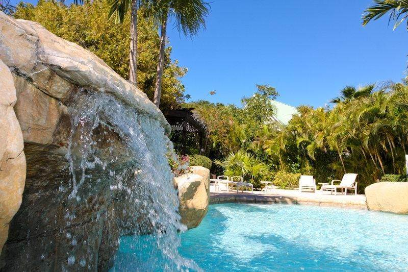 24. Single Family Homes for Rent at Fortune Beach, Freeport And Grand Bahama, Bahamas