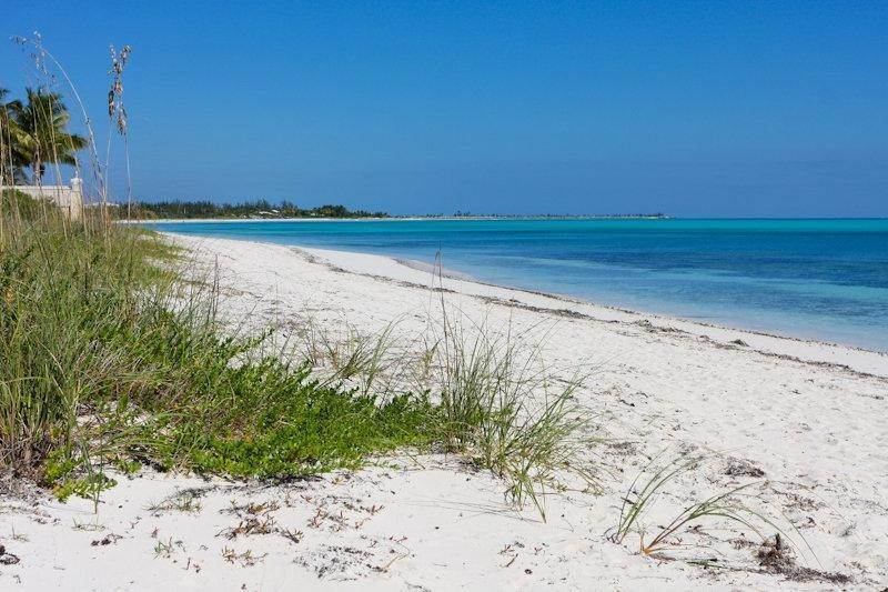 25. Single Family Homes for Rent at Fortune Beach, Freeport And Grand Bahama, Bahamas