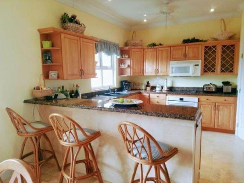 7. Single Family Homes for Rent at Fortune Beach, Freeport And Grand Bahama, Bahamas