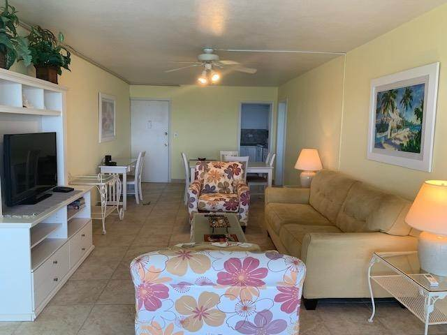 4. Co-op / Condo for Rent at Carefree Carefree, Cable Beach, Nassau And Paradise Island Bahamas