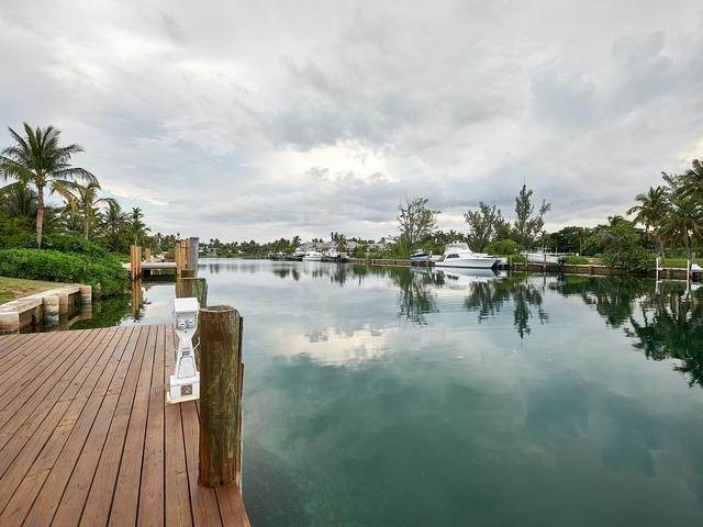 23. Single Family Homes for Rent at Poinciana House Lyford Cay, Nassau And Paradise Island, Bahamas