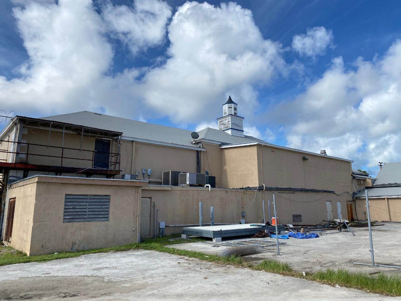 2. Building for Rent at East Bay Street, Nassau And Paradise Island, Bahamas