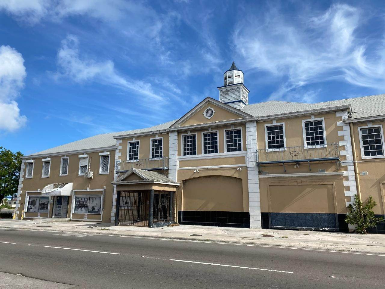 3. Building for Rent at East Bay Street, Nassau And Paradise Island, Bahamas