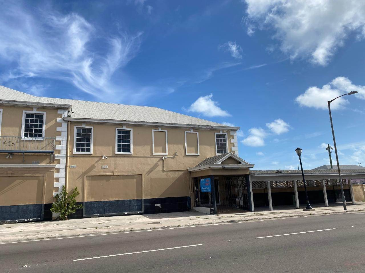 4. Building for Rent at East Bay Street, Nassau And Paradise Island, Bahamas