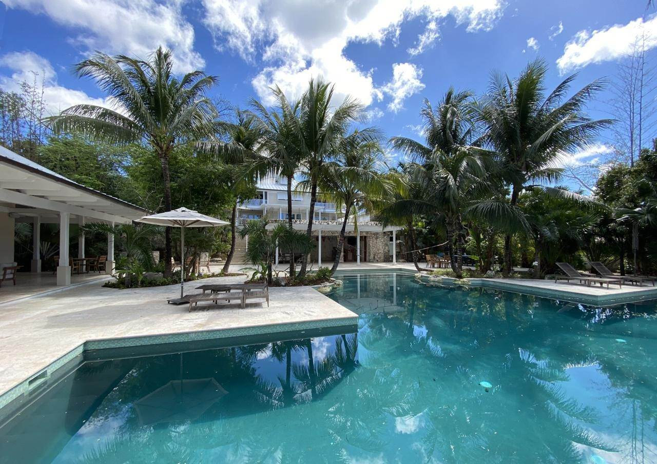 Single Family Homes por un Venta en RARE CANAL ESTATE Old Fort Bay, Nueva Providencia / Nassau, Bahamas