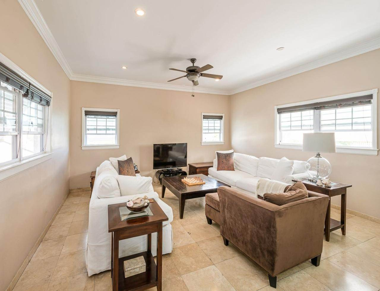 2. Single Family Homes por un Alquiler en Sandyport, Cable Beach, Nueva Providencia / Nassau Bahamas