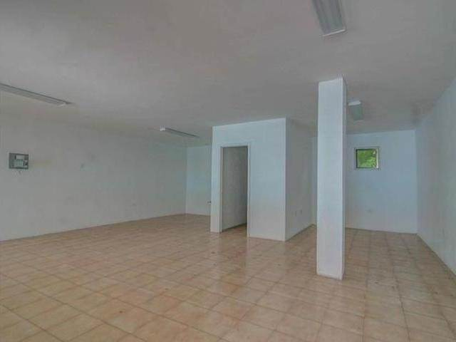5. Building for Rent at Carmichael Road, Nassau And Paradise Island, Bahamas