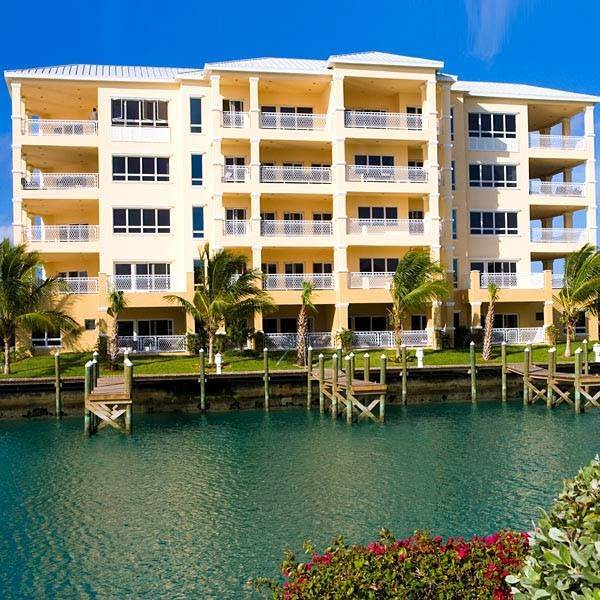 Co-op / Condominio por un Alquiler en Exquisite Luxury Living in Suffolk Court Bahamia Marina, Gran Bahama Freeport, Bahamas