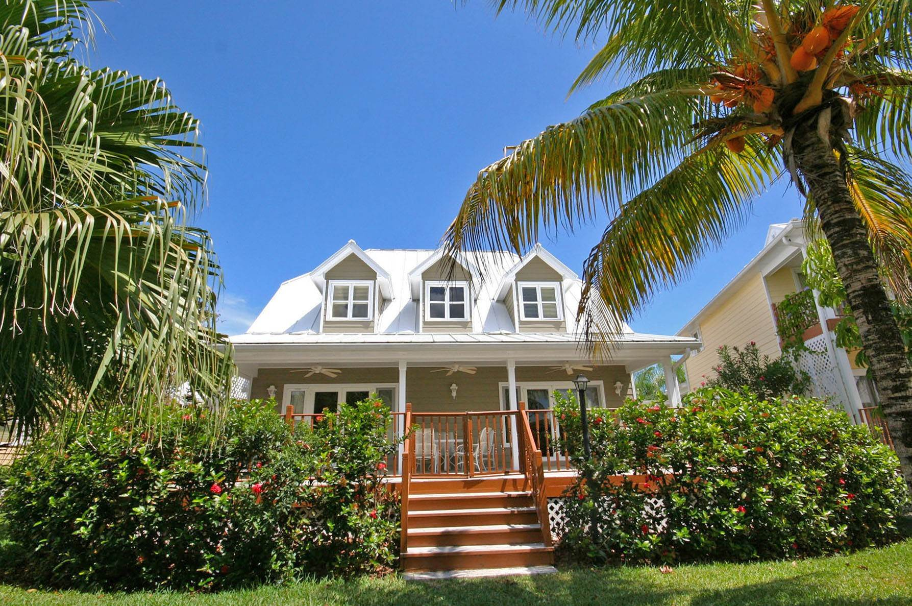 Single Family Homes por un Alquiler en Island Home in Shoreline, Fortune Beach, Lucaya Shoreline, Lucaya, Gran Bahama Freeport Bahamas