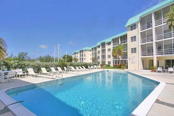 Co-op / Condominio por un Venta en Lovely Studio in Cove House Silver Cove, Gran Bahama Freeport, Bahamas