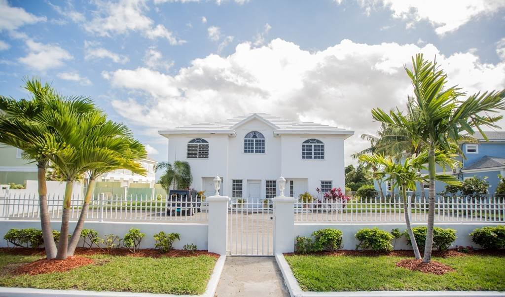Co-op / Condominio por un Alquiler en Westridge newly furnished townhouse in a triplex with a gate and pool Westridge Estates, Westridge, Nueva Providencia / Nassau Bahamas