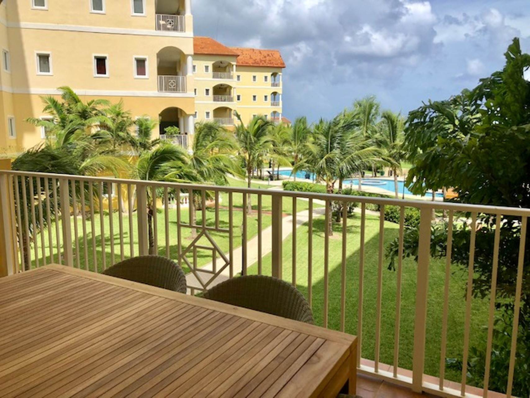 Co-op / Condo for Sale at Caves Capri Condo Caves Heights, Nassau And Paradise Island, Bahamas