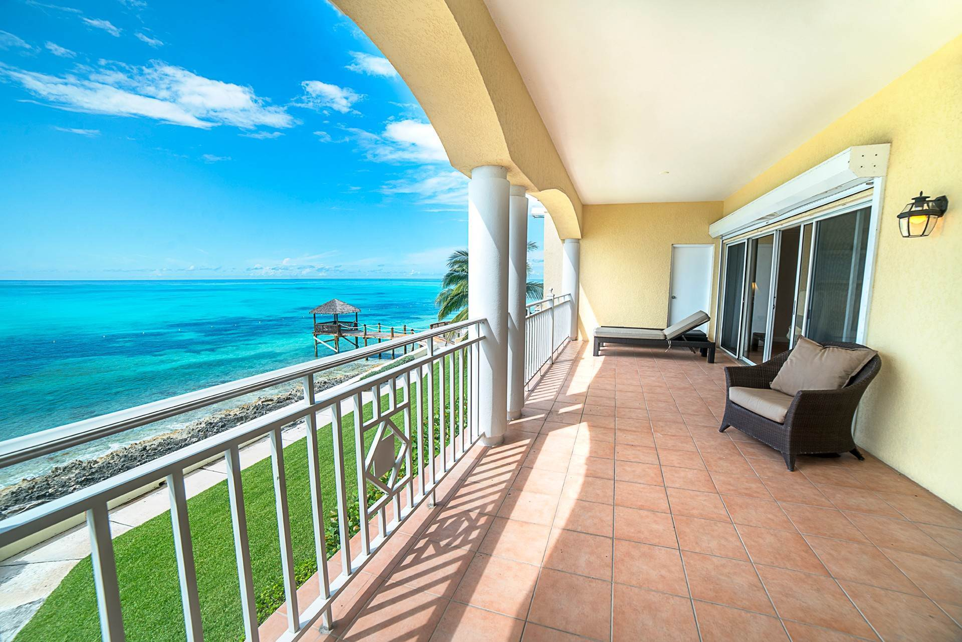 Co-op / Condo for Sale at Luxury Waterfront Condo Caves Point, Nassau And Paradise Island, Bahamas