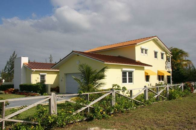 Single Family Homes for Sale at Lovely Canalfront Home In Bahamia Bahamia, Freeport And Grand Bahama, Bahamas