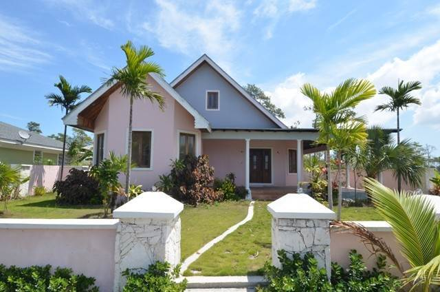 Single Family Homes for Sale at An Executive Home Nassau And Paradise Island, Bahamas