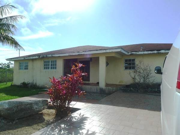 Single Family Homes por un Venta en Home in Old Freetown New Freetown, Gran Bahama Freeport, Bahamas