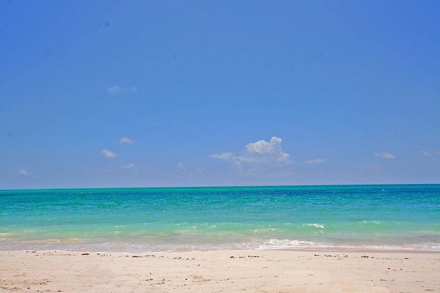 Terreno por un Venta en Gorgeous sandy beach lot adjacent to Spanish Main Fortune Beach, Gran Bahama Freeport, Bahamas