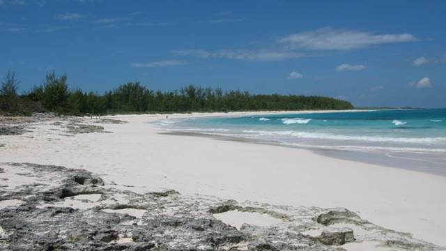 Terreno por un Venta en Breeze Away Estates Half Acre Lot MLS 25200 Governors Harbour, Eleuthera, Bahamas