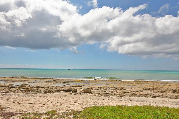 Terreno por un Venta en Oceanfront Acres in developing area of Holmes Rock Holmes Rock, Gran Bahama Freeport, Bahamas