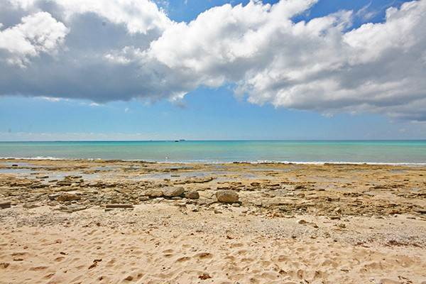 Terreno por un Venta en 4.5 Acres of Beachfront in Developing area of Holmes Rock - MLS 39770 Holmes Rock, Gran Bahama Freeport, Bahamas