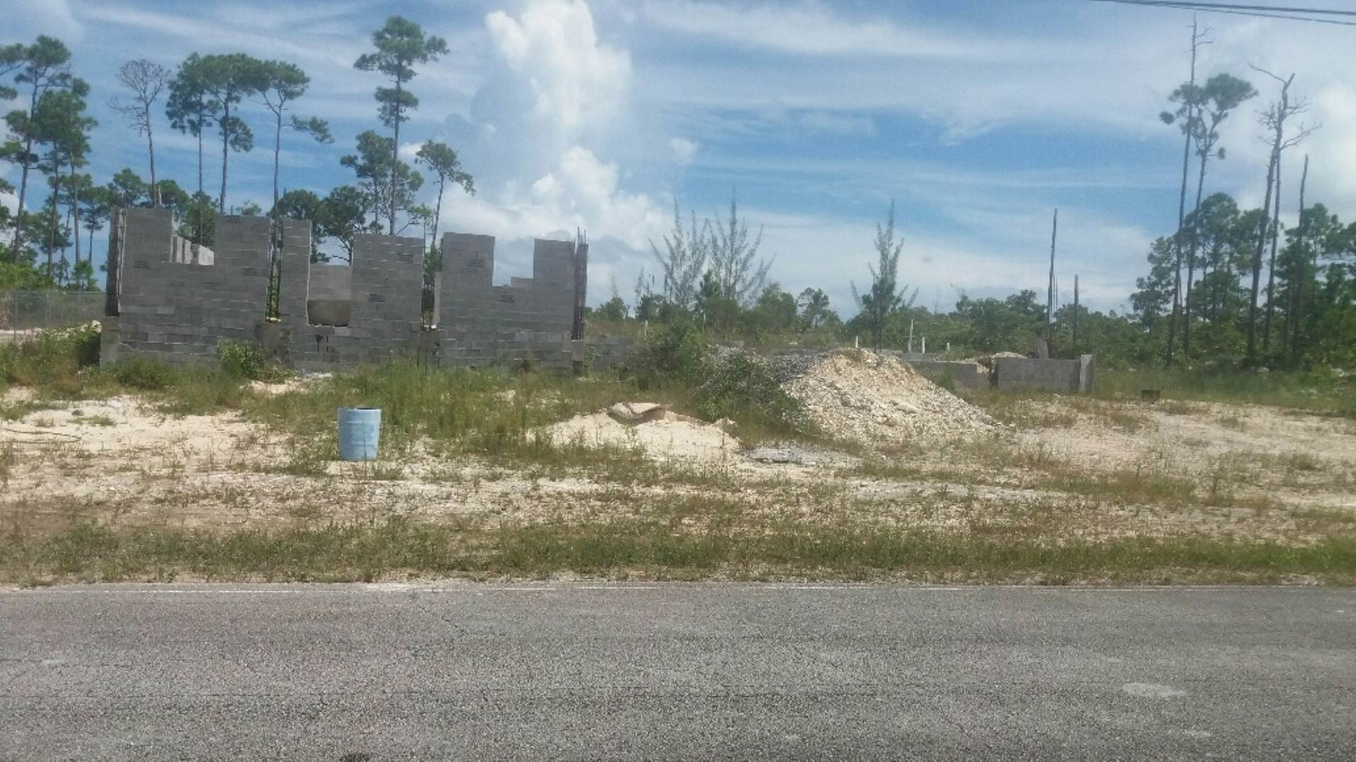Terreno por un Venta en Incomplete Building with approved plans Shannon, Gran Bahama Freeport, Bahamas